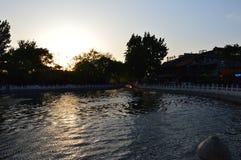 Puesta del sol en el parque de Baihai Fotos de archivo libres de regalías