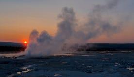 Puesta del sol en el parque nacional de Yellowstone, WY, los E.E.U.U. fotos de archivo