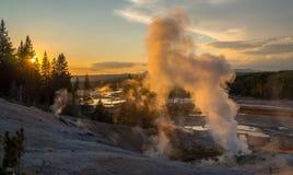 Puesta del sol en el parque nacional de Yellowstone, WY, los E.E.U.U. imágenes de archivo libres de regalías