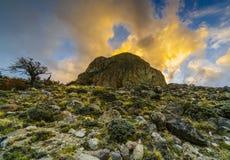 Puesta del sol en el parque nacional Los Glaciares, vista del valle, del río y de las montañas Patagonia de Argentina adentro foto de archivo libre de regalías