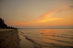Puesta del sol en el parque provincial de la playa de Wasaga Fotos de archivo