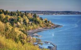 Puesta del sol en el parque y Puget Sound del descubrimiento del ` s de Seattle Imagen de archivo