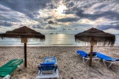 Puesta del sol en el playa de la playa del Es Trenc, Mallorca del sur, España Imagen de archivo libre de regalías