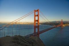 Puesta del sol en el puente de puerta de oro Foto de archivo libre de regalías