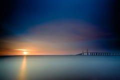 Puesta del sol en el puente en Clearwater la Florida imagen de archivo libre de regalías