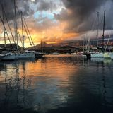 Puesta del sol en el puerto Fotos de archivo libres de regalías