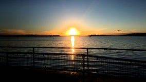 Puesta del sol en el puerto de Poole Fotos de archivo libres de regalías