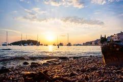 Puesta del sol en el puerto de Rovinj fotos de archivo libres de regalías