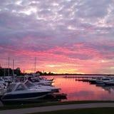 Puesta del sol en el puerto deportivo Foto de archivo