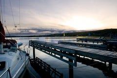 Puesta del sol en el puerto deportivo Imagenes de archivo