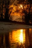 Puesta del sol en el río Imágenes de archivo libres de regalías