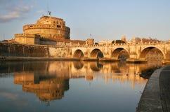 Puesta del sol en el río #2. de Tiber. Imagen de archivo libre de regalías