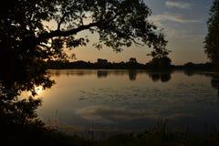 Puesta del sol en el río Imagen de archivo libre de regalías