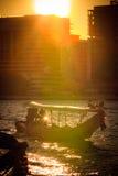 Puesta del sol en el río Chao Phraya imagen de archivo libre de regalías