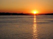 Puesta del sol en el río Columbia Imagen de archivo libre de regalías