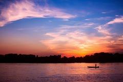 Puesta del sol en el río Danubio Foto de archivo