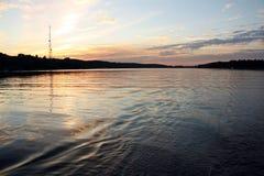 Puesta del sol en el río de Dnieper Foto de archivo libre de regalías