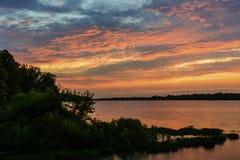 Puesta del sol en el río de Maumee Imagen de archivo libre de regalías