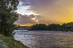 Puesta del sol en el río del arco Foto de archivo