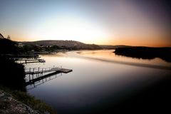 Puesta del sol en el río Kowie en el puerto Alfred Imagen de archivo