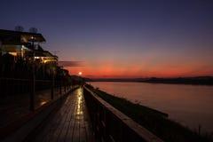 Puesta del sol en el río Mekong Fotos de archivo libres de regalías