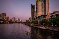 Puesta del sol en el río Melbourne de Yarra Foto de archivo