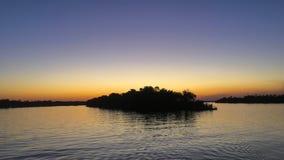 Puesta del sol en el río Zambezi en Zimbabwe Imagen de archivo