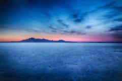 Puesta del sol en el resplandor de HDR de la sal Imágenes de archivo libres de regalías
