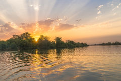 Puesta del sol en el río Fotografía de archivo libre de regalías