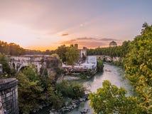 Puesta del sol en el río Tíber en Roma Fotos de archivo libres de regalías