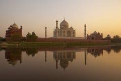 Puesta del sol en el Taj Mahal imagen de archivo