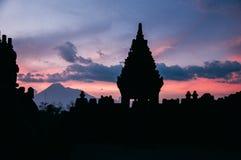 Puesta del sol en el templo prambanan Imagen de archivo