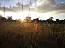 Puesta del sol en el tiempo de verano imagenes de archivo