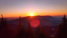 Puesta del sol en el top de la montaña Fotos de archivo libres de regalías