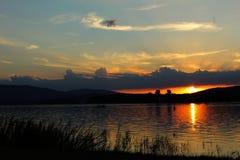 Puesta del sol en el umavade Å, República Checa Imagen de archivo