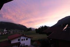 Puesta del sol en el valle Foto de archivo libre de regalías