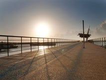 Puesta del sol en embarcadero fotografía de archivo libre de regalías