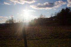 Puesta del sol en ensenada Cade del ` s dentro del parque nacional de Great Smoky Mountains Imagen de archivo