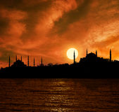 Puesta del sol en Estambul Imágenes de archivo libres de regalías