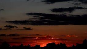 Puesta del sol en Falkensee, Brandeburgo Alemania metrajes