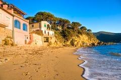 Puesta del sol en Forno, bahía de Biodola, isla de Elba. Imágenes de archivo libres de regalías