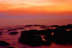 Puesta del sol en Goa, la India. Imagen de archivo libre de regalías