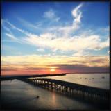 Puesta del sol en Harborwalk Destin la Florida Imágenes de archivo libres de regalías
