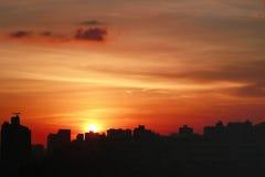 Puesta del sol en HK con la silueta del edificio Fotografía de archivo