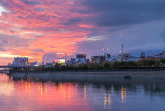 Puesta del sol en Ho Chi Minh City - Ben Nghe Canal céntricos Fotos de archivo