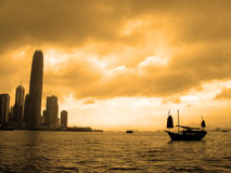 Puesta del sol en Hong-Kong Foto de archivo libre de regalías