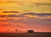 Puesta del sol en Jimbour Australia Imagen de archivo libre de regalías