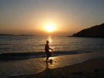 Puesta del sol en Kamari Foto de archivo