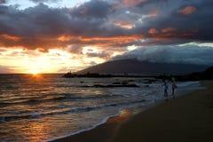 Puesta del sol en Kihei, Hawaii Foto de archivo libre de regalías