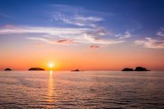Puesta del sol en Koh Chang Island Imagen de archivo libre de regalías